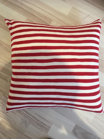 By Basisc  Pude merino uld 50x50 red, white